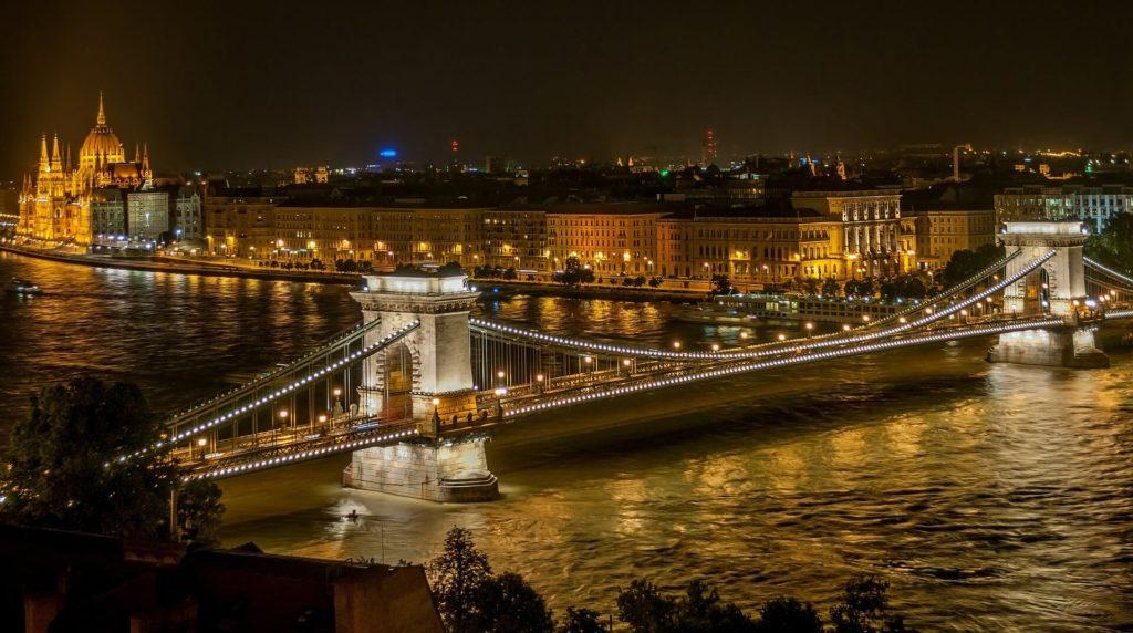 Budapest på kveldstid